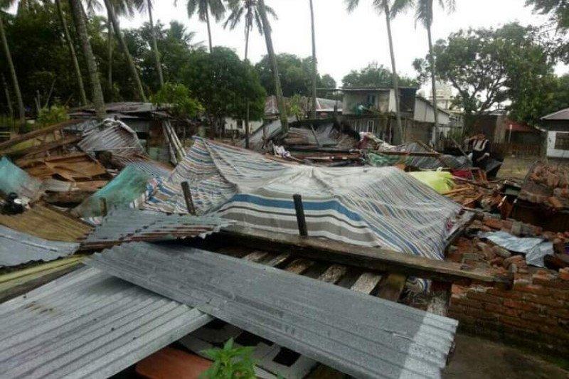 Wilayah Utara Mamuju porak poranda dihantam angin kencang