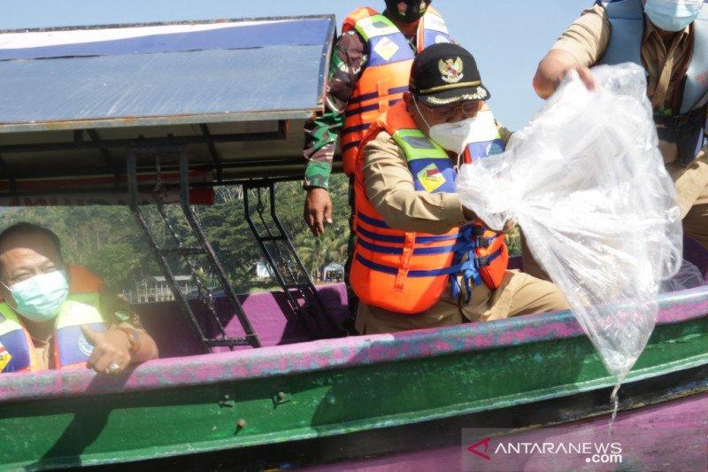 Pemkab Kulon Progo menebar benih ikan di Waduk Sermo