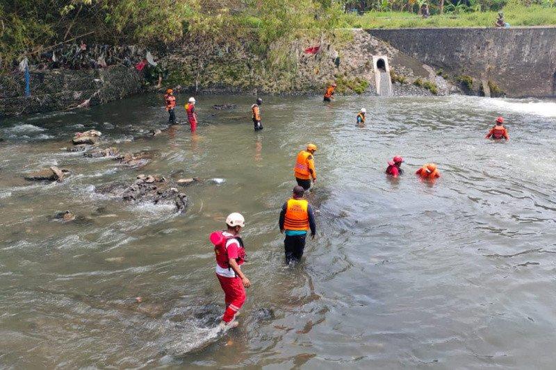 Tim SAR melanjutkan operasi pencarian korban hanyut di Sungai Gajahwong