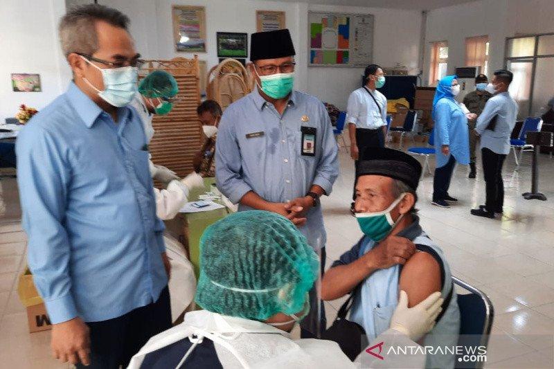 Bantul vaksinasi lansia setelah calon jamaah haji lansia