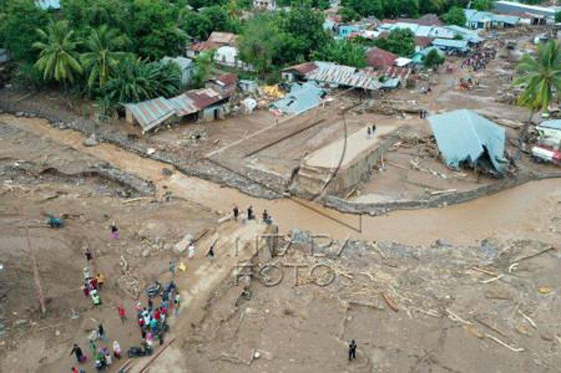 Kerusakan akibat banjir Adonara Flores
