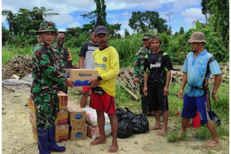 Kodim Jayapura salurkan bantuan sembako untuk warga terdampak banjir Arso