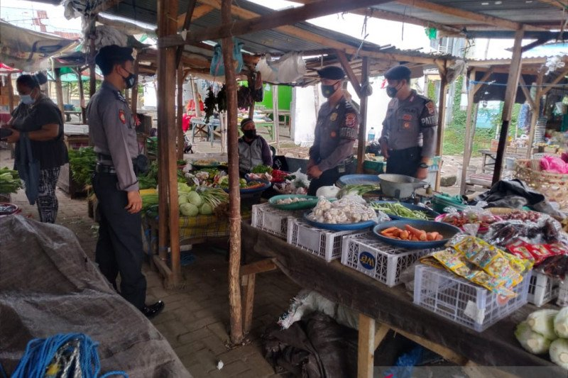 Kampung Sehat 2, Polres Sumbawa edukasi masyarakat pentingnya memakai masker