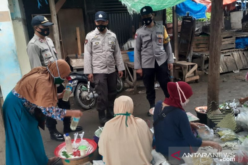 Kampung Sehat 2, Polsek Tanjung minta pengunjung pasar jangan abaikan prokes