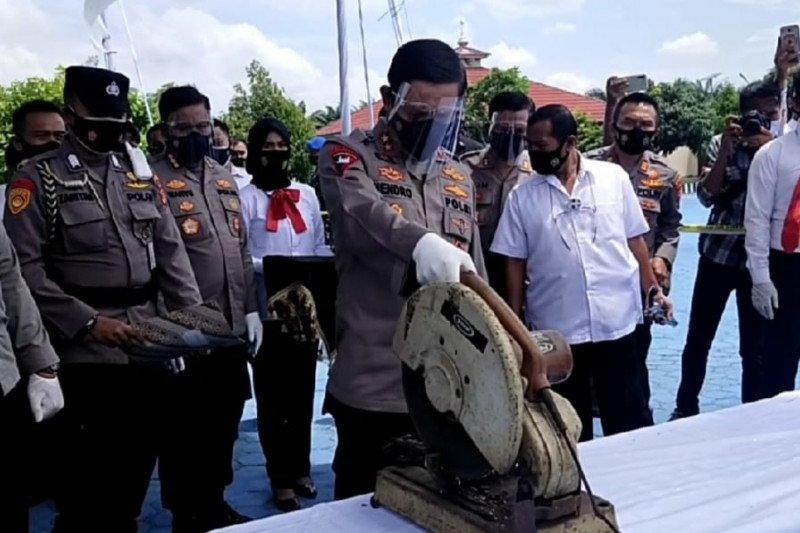 Polda Lampung musnahkan ratusan pucuk senjata api rakitan