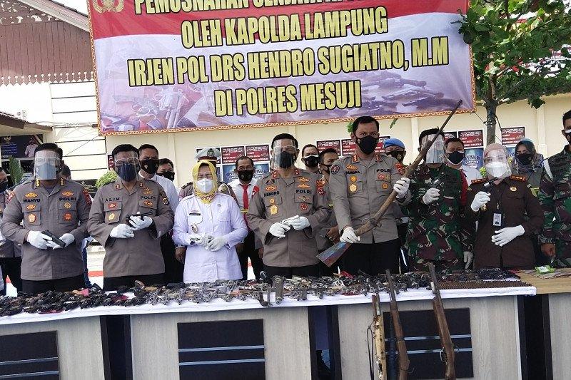 Polda Lampung musnahkan ratusan senjata api rakitan