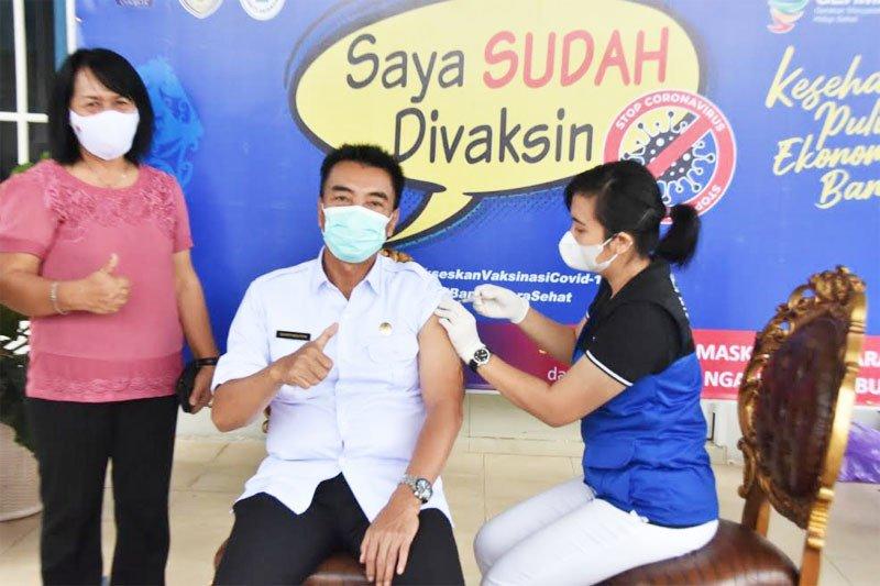 Wakil Bupati Sugianto Panala Putra ikuti vaksinasi kedua