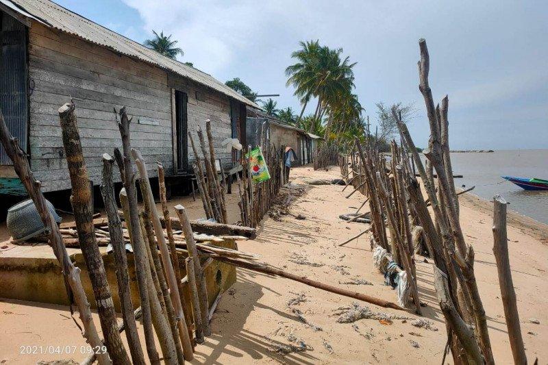 Sejumlah rumah di Desa Keraya rawan terdampak abrasi pantai