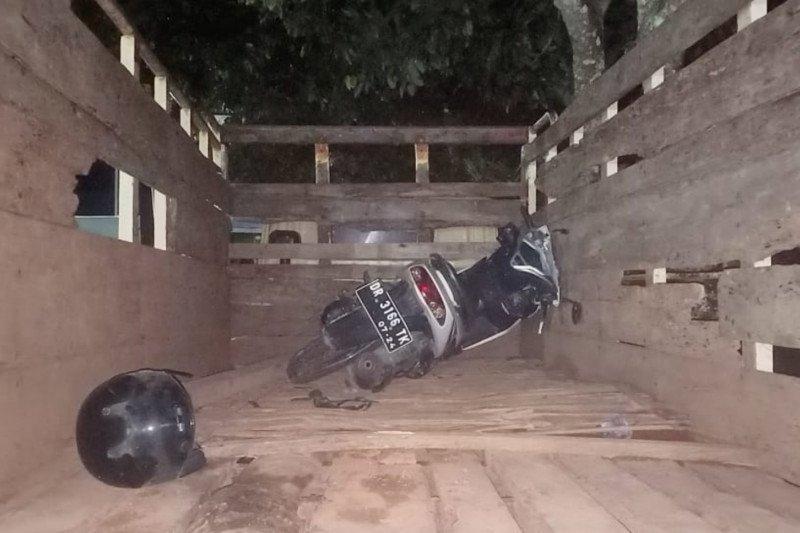 Tabrak truk parkir, pengendara motor tewas di Jalan Dusun Montong Batukliang