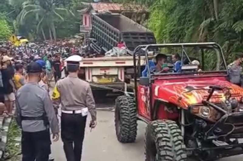 Kecelakaan truk kontainer di Purworejo, satu tewas puluhan luka