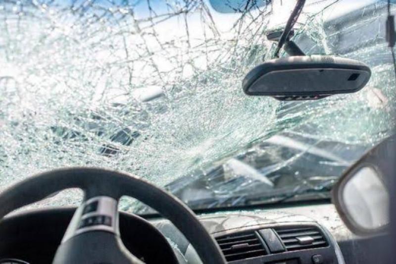 Dua perangkat desa tewas seketika usai tabrakan Kijang lawan bus