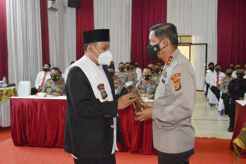 Berita pekan ini, Kapolda Lampung berikan penghargaan kepada Dai Kamtibmas