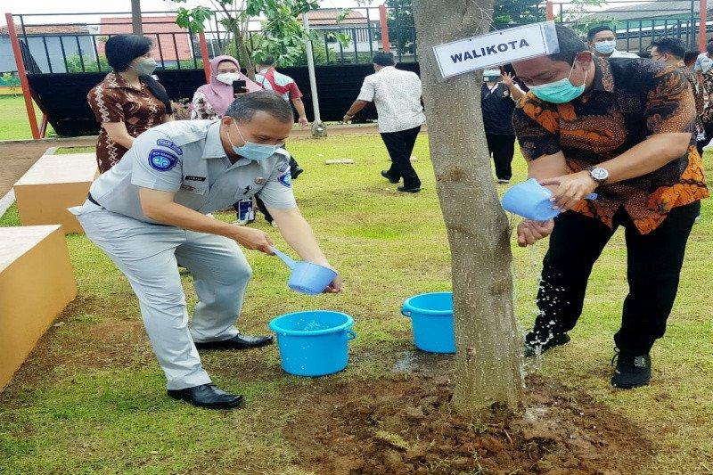 Ikut hijaukan kota, Jasa Raharja Jateng serahkan 100 pohon ke Pemkot Semarang
