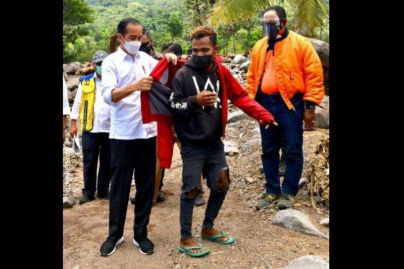 Fransiskus tak menyangka akan mendapat jaket dari Jokowi