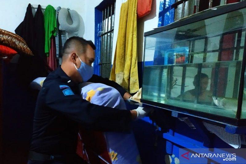Petugas amankan belasan telepon genggam napi Lapas Cianjur