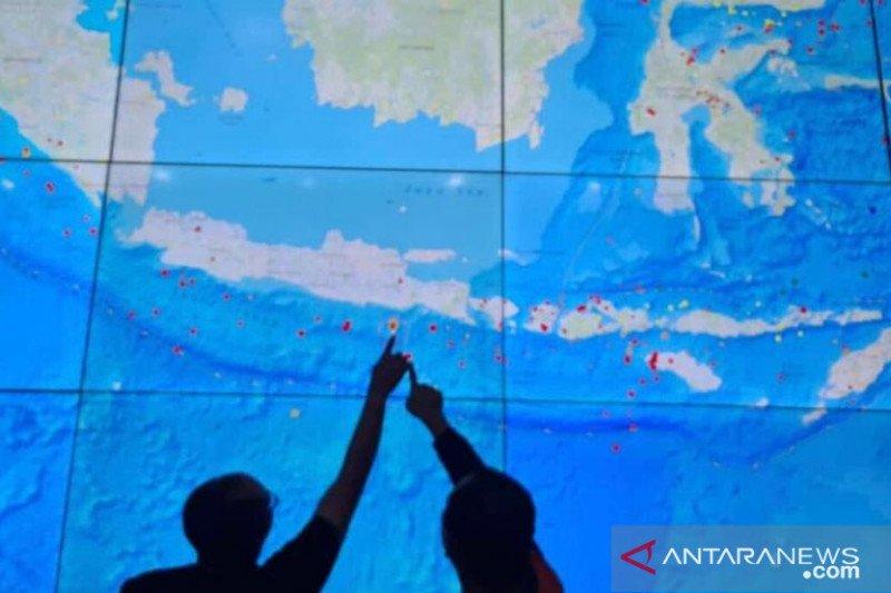 Potensi hujan lebat di beberapa wilayah Jawa dan Kalimantan