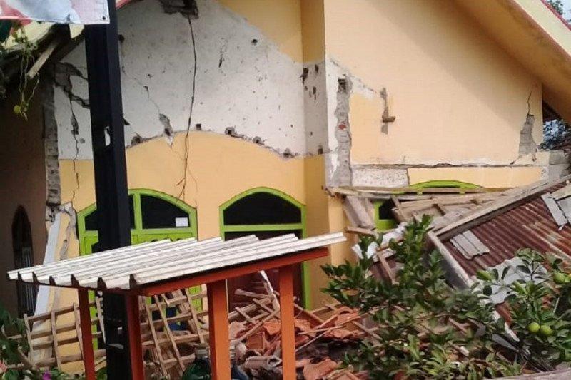 Blitar: Beberapa bangunan rusak akibat gempa berkekuatan 6,7 skala Richter