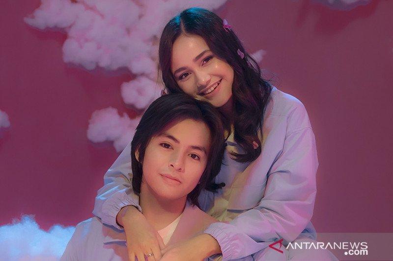 """Angga Yunanda dan Syifa Hadju tampil manis di video musik """"Cinta Hebat"""""""