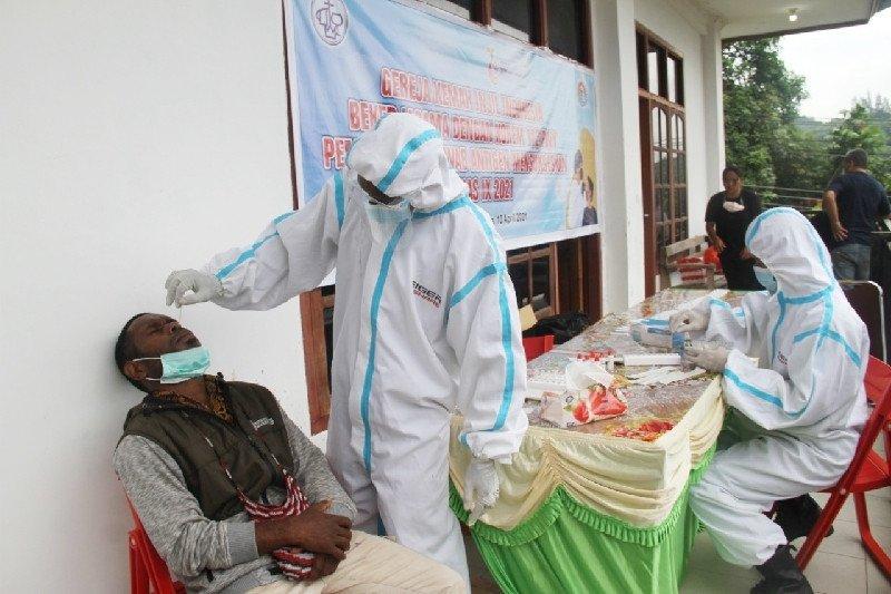 TNI tes usap antigen peserta-panitia Konferensi Nasional IX GKII Papua