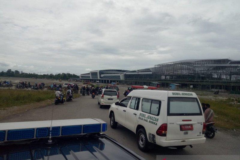 Dua jenazah guru korban penembakan KKB dievakuasi ke Timika