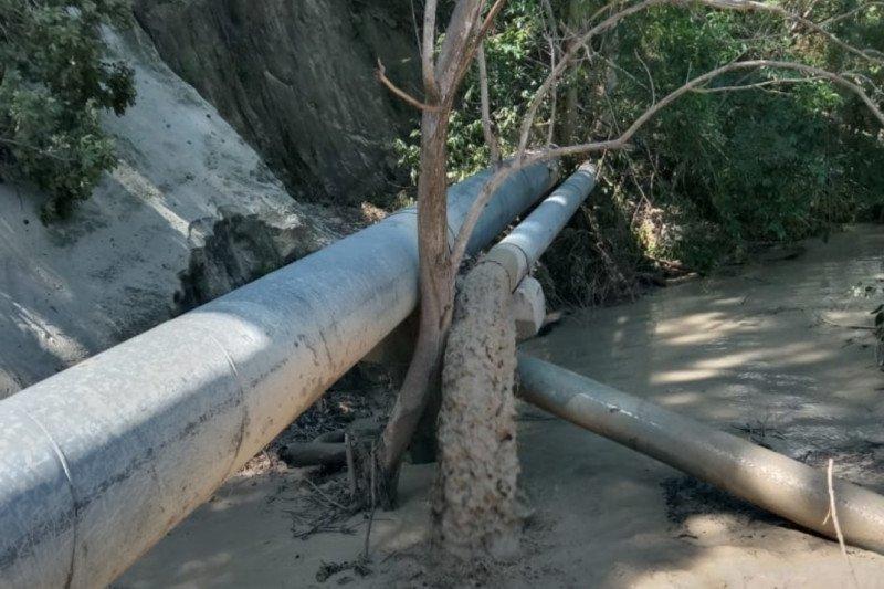 Diterjang longsor, Dua pipa saluran utama air Bendungan Tilong putus