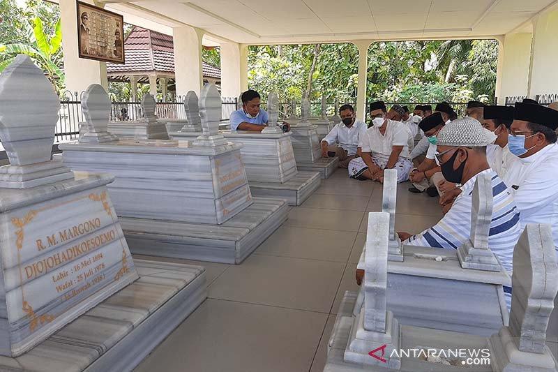Gerindra ziarah ke makam leluhur Prabowo Subianto di Banyumas