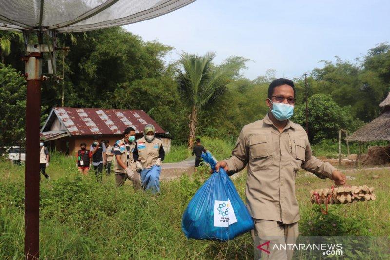 Dompet Dhuafa-YBM PLN bagikan paket sembako di Padang Pariaman