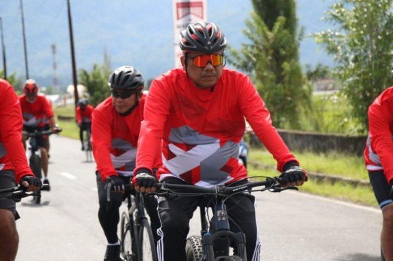 Olly-Steven-Forkopimda 'fun bike' dan tebar benih di Danau Tondano