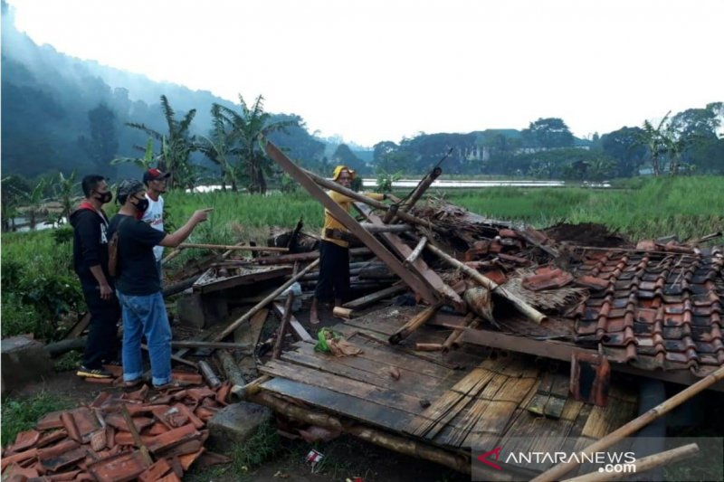 Dua petani di Cianjur meninggal tertimpa bangunan ambruk