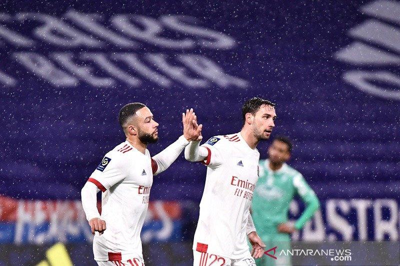 Lyon gilas Angers dengan skor 3-0
