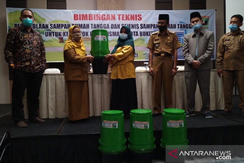 DLH Sumbar bimbing warga Bukittinggi olah sampah rumah tangga