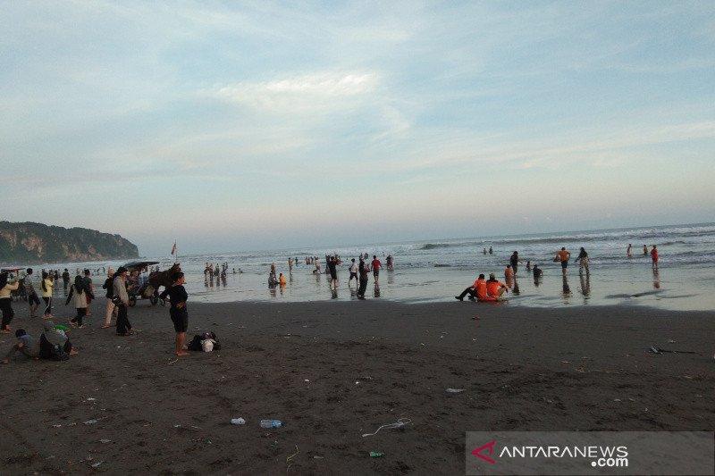 Pantai Parangtritis dipadati wisatawan sehari jelang Ramadhan