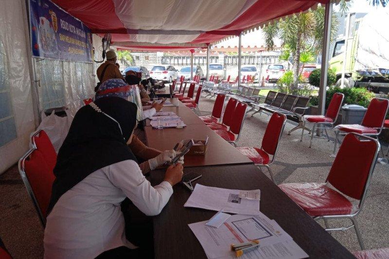 Dinkes Mataram menghentikan vaksinasi COVID-19 untuk pelayan publik