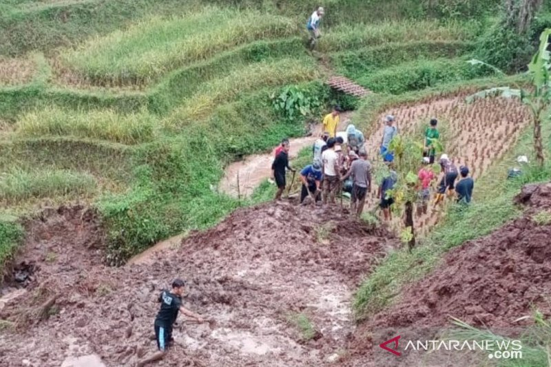 Tebing longsor di Kabupaten Bandung, satu warga meninggal