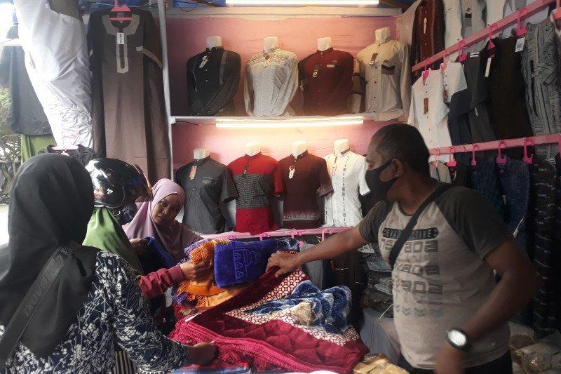 Kawasan wisata religi Palu  dipadati pedagang bulan Ramadhan