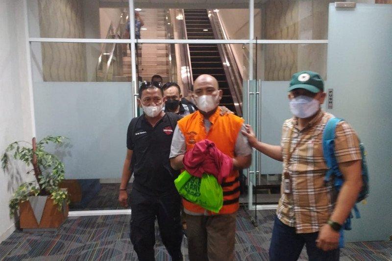 Tersangka kasus penguasaan lahan PT KAI Medan ditahan