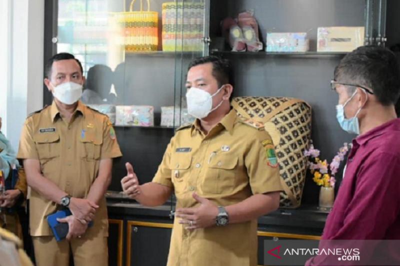 Produk UMKM Karawang bisa dipasarkan di koperasi karyawan perusahaan