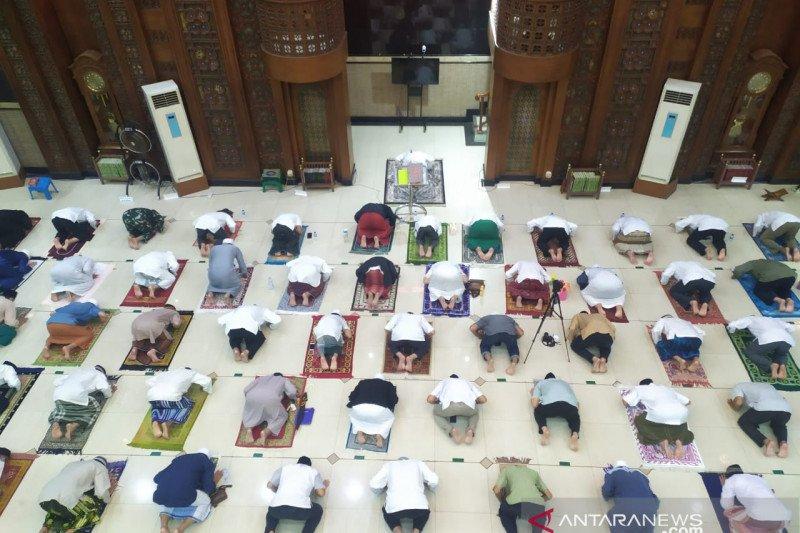 Pemkot Bekasi apresiasi masjid gelar salat Tarawih dengan prokes