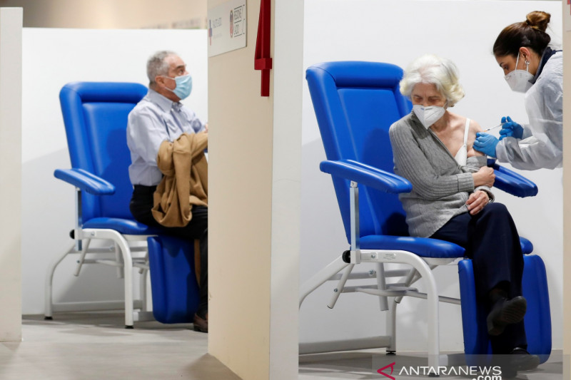 Italia hapus aturan wajib masker di luar ruangan mulai 28 Juni