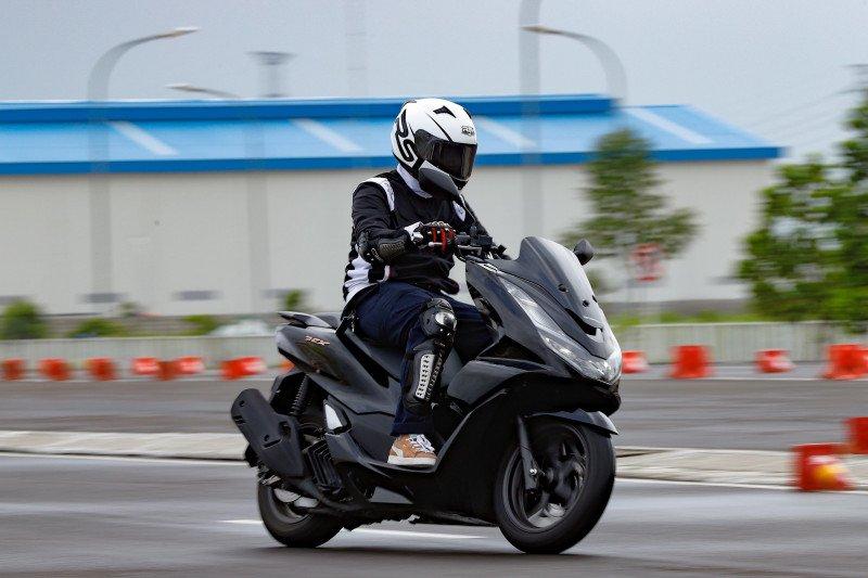 Ini tips aman mengendarai sepeda motor saat berpuasa