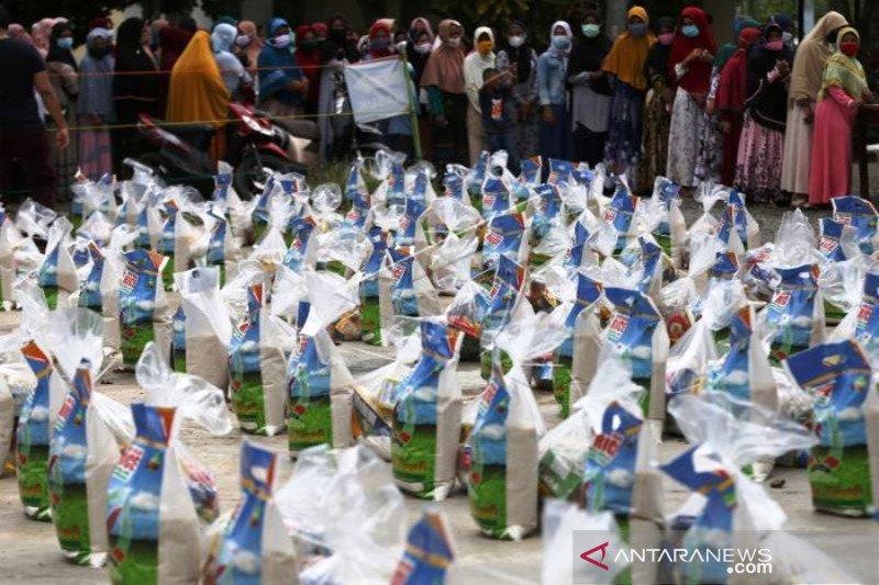 Distribusi Bantuan Sembako Muslim Eropa Untuk Warga Aceh