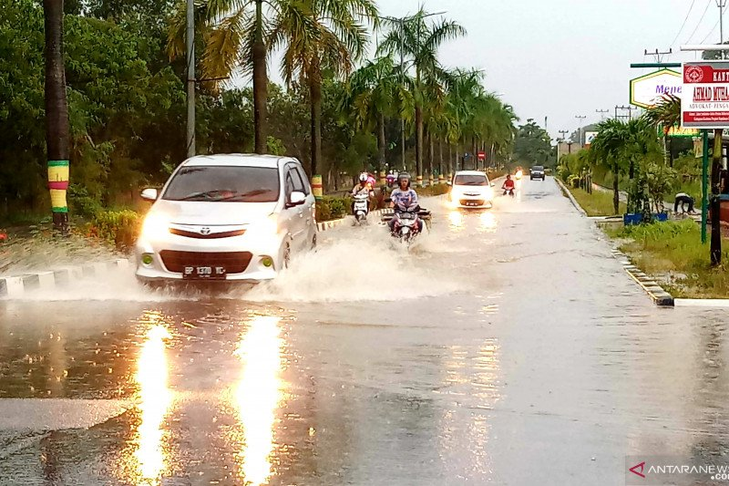 Jalan Pelipit Karimun langganan banjir
