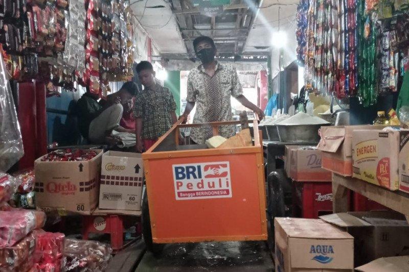 BRI berikan bantuan sanitasi untuk empat pasar di Makassar