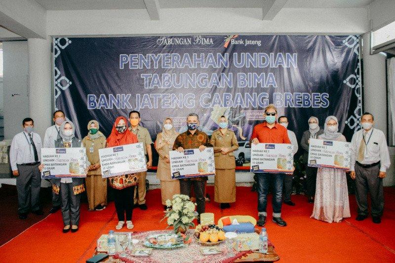 Bank Jateng Brebes serahkan hadiah undian Tabungan BIMA