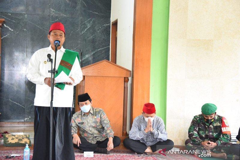 Wagub Jawa Barat salurkan bantuan untuk santri di Garut