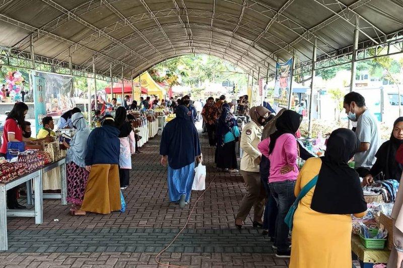 Pemkot Palu imbau warga patuhi prokes saat beraktivitas di pasar murah
