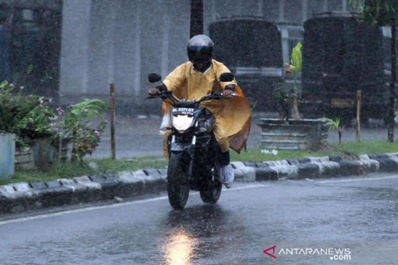 Hujan diprakirakan turun sebagian wilayah di Indonesia