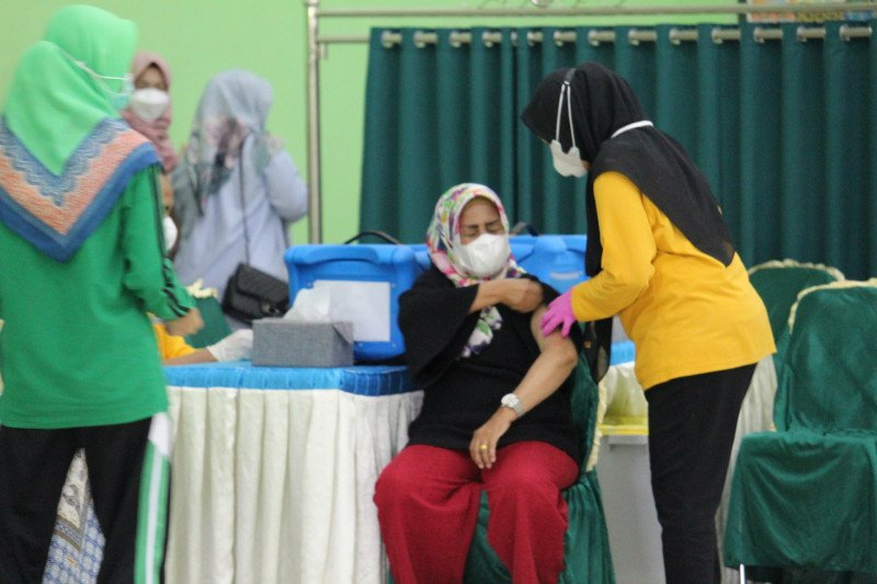 Lampung targetkan semua guru tuntas divaksinasi pada akhir Mei