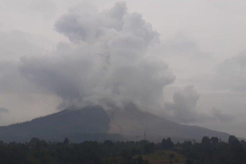 Gunung Sinabung erupsi  awan panas setinggi 1.000 meter