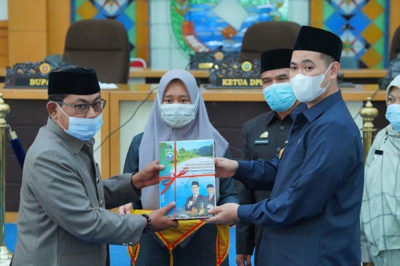 Bupati serahkan rancangan awal RPJMD Pangkep 2021-2026 kepada DPRD